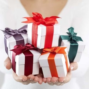 card_Gift-Boxes-173230127_697x504-compressed-60.jpg